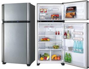 Широкий холодильник Sharp с верхней морозильной камерой